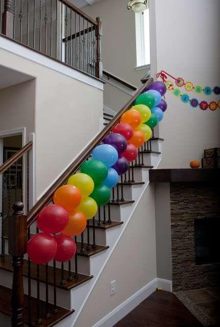Regenbogen Luftballontreppe