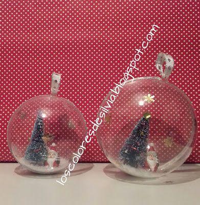 Bolas para el árbol de Navidad que he decorado por dentro con arboles, un Papá Noel, nieve, estrellas y copitos de nieve. ©by Sylvia M.G.D