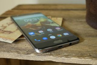 OnePlus 3 OxygenOS 3.2.0 update pulled after causing upgrade issues - https://www.aivanet.com/2016/07/oneplus-3-oxygenos-3-2-0-update-pulled-after-causing-upgrade-issues/