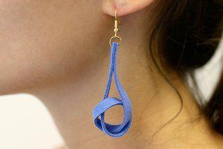 Tuto: des boucles d'oreilles torsadées en suédine