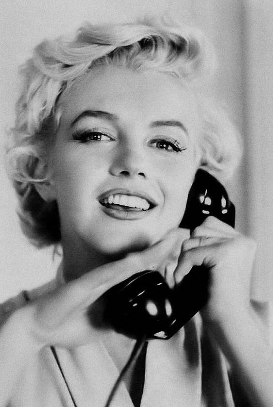 REPINNED FROM https://www.pinterest.com/edezabaleta/mm/    Ms Marilyn Monroe on the telephone ...