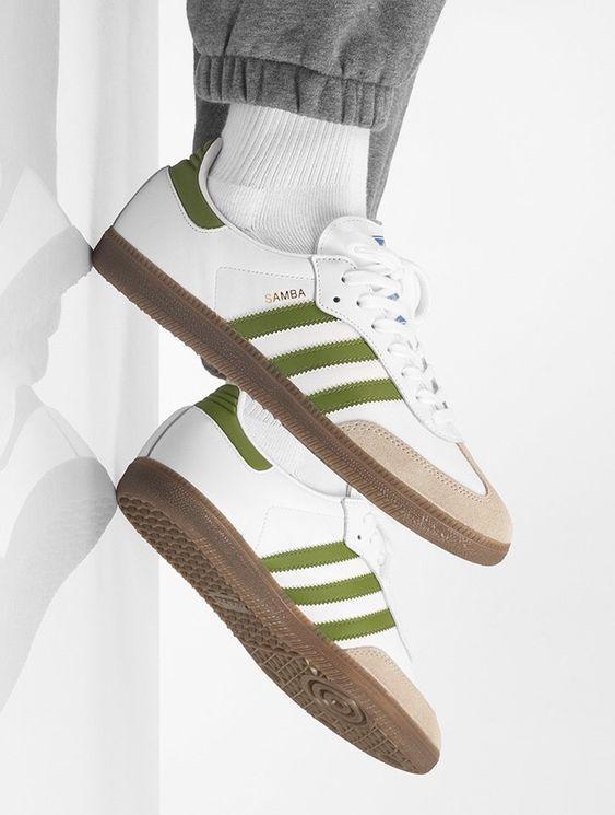adidas bianche con strisce verdi