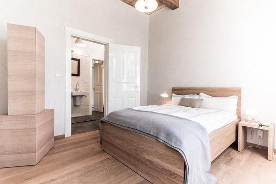 sichtputz nachttischlampe gaestebett bett sprossenfenster ausblick bettwaesche kaschmir. Black Bedroom Furniture Sets. Home Design Ideas