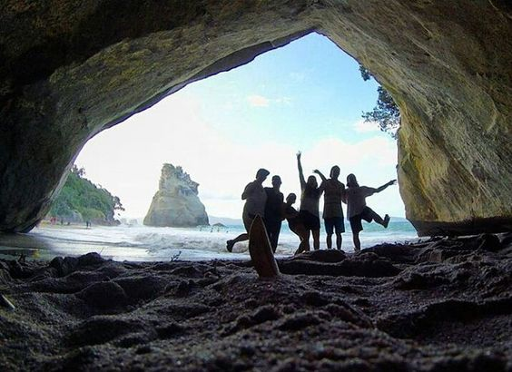 Who's planning on visiting Cathedral Cove? @sydneyarens and her new friends got there this week. No filter needed! SAN are doing a trip there for you guys too right @deannamorse? #cathedralcove #coromandel #studyabroad #studyabroadwaikato #exchange #exchangewaikato #studywaikato #waikato #campuslife #studentlife #newzealand #nzsummer #nofilter #kiwisummer #blessed #travel #study #nz #international #internationalstudent #newplaces #nature #sae2016 #studyabroad2016 #exchange2016 #oweek…
