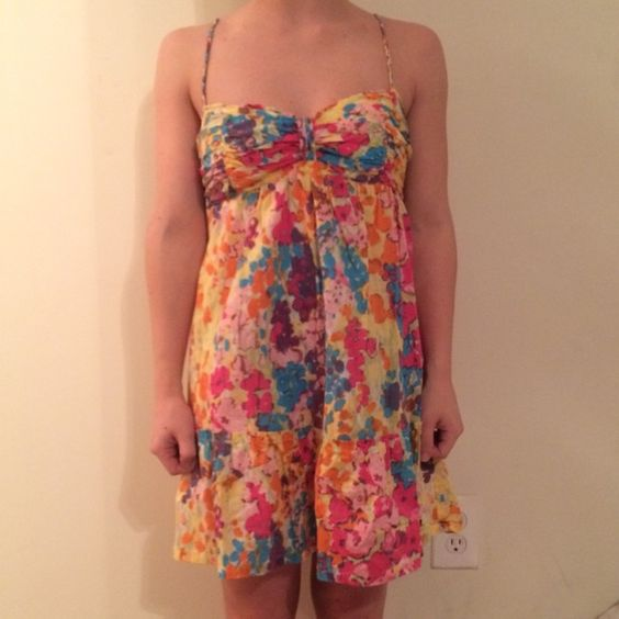 Floral Abercrombie and Fitch dress Super cute sleeveless floral dress! It's stretchy around the top with adjustable straps. It has a slight baby doll style flair right under the bust line. Only worn once and in perfect condition! Abercrombie & Fitch Dresses Mini