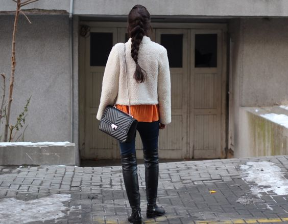 Orange #sweater #outfit.  #fashion #style #outfitinspo