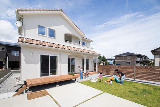 青空とお庭が似合う 屋根付きテラスのプロヴァンス住宅 家 マイ