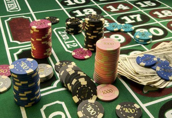 Cũng như các sòng bạc khác, đến đây bạn phải đổi tiền mới được chơi