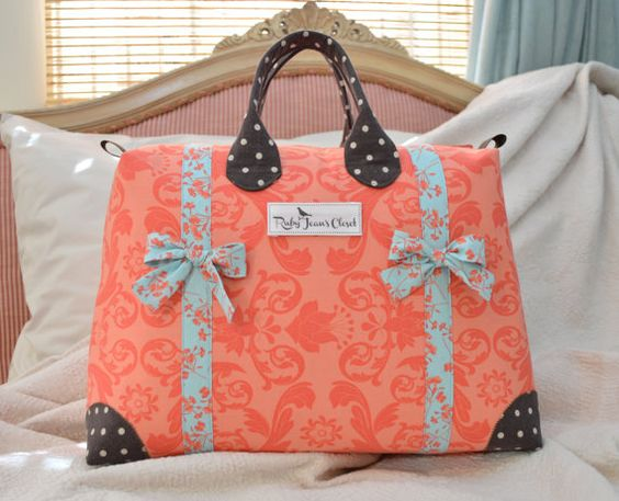 This sweet little overnight bag pattern is the perfect size for both Moms and little girls! It makes a great sports bag, sleepover bag, or ballet
