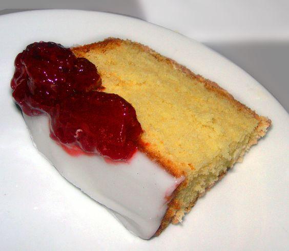 Torta de Vainilla cubierta con fresas. Deli!