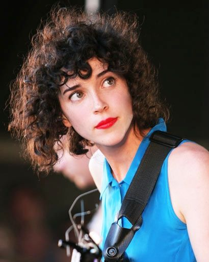 """Annie Clark : God accidentally mixed """"virtuoso"""" and """"supermodel"""" in the same…"""