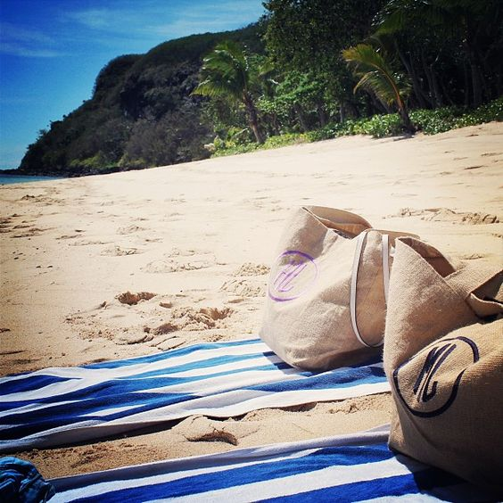 SPOTTED!! Isola bags in FIJI! We have the best customers. They send us pics from all over the world! ❤