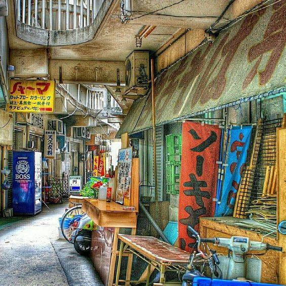 沖縄のわびさびある路地裏