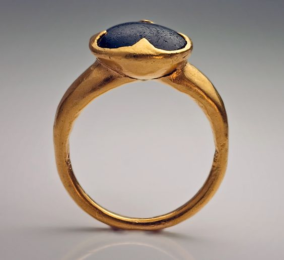 Byzantine medieval gold ring, Circa 10th - 11th century | The ring is set with a cabochon black onyx in an openwork quatrefoil-shaped bezel.  The quatrefoil was an ancient symbol of good luck.