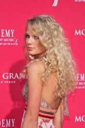 Recreate Taylor Swift Long Curly Hairstyles