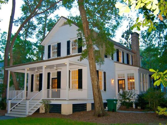 Farmhouse vintage early american farmhouse in historic for American farmhouse style architecture