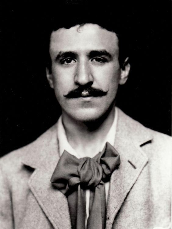 Charles Rennie Mackintosh (Glasgow, 7 de Junho de 1868 — Londres, 10 de dezembro de 1928) foi um arquitecto e designer escocês1 , que se baseou na tradição escocesa, juntando elementos de inspiração japonesa e de Art Nouveau.2