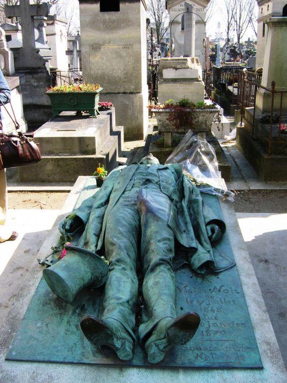 Túmulo de Victor Noir