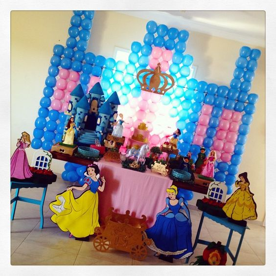 A primeira festa do dia foi para a princesa Juliana, que está comemorando seus 4 anos! #princesasdisney #disney #festamenina #classico #kidsparty #ratchimbum #novaodessa