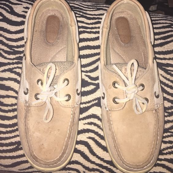 Tan colored sperrys Good condition. Really good spring shoe! Sperry Top-Sider Shoes