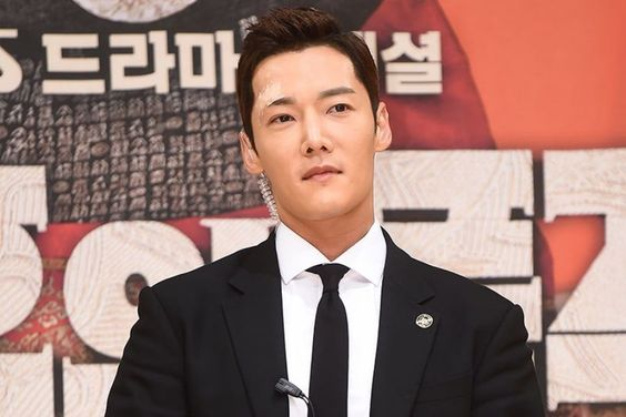 """The Last Empress"" Producer Thanks Choi Jin Hyuk For Hard Work Despite Injury"