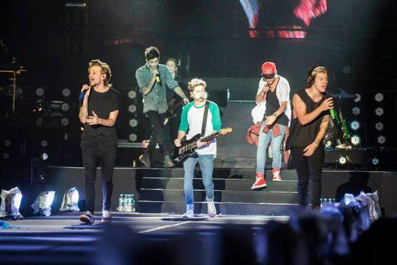 Niall, Liam, Harry, Zayn y Louis compartieron junto a sus fans, una experiencia inolvidable. ¡¡¡Buenos Aires, Argentina: Gracias por ser nuestros fans #onetouchonedirection!!!