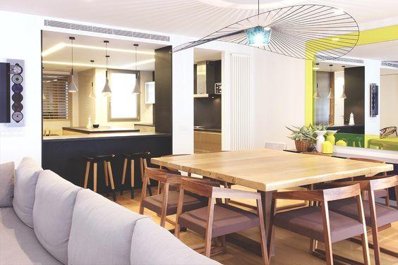 La deliciosa reforma integral de un dúplex - Decorabien.com #comedor #casa #hogar #diseño #decoración #sofal #estilo #sobrio #reforma #arquitectura #piso #céntrico #barcelona #mesa #madera #lampara #comedor