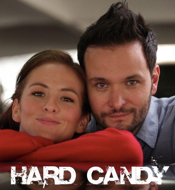 El suspenso del cine se traspasa al teatro con la adaptación de la película de Brian Nelson Hard Candy en una excelente adaptación y actuaciones.  http://www.linio.com.mx/libros-y-musica/literatura/