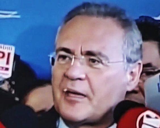 Dente do presidente do Senado Renan Calheiros cai durante coletiva. Queda foi transmitida ao vivo pela TV Senado nesta quarta-feira (11) dia da votação da admissibilidade do impeachment de Dilma Rousseff. Foto: Reprodução / Video. 11/05/2016 by otempo
