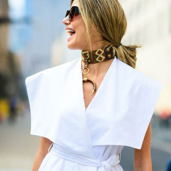 A little inspo from NYFW streetstyle. So Abejas #loveabejas #chokerlyfe…