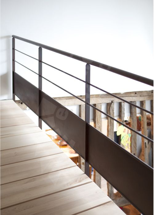 escalier d 39 int rieur en colima on m tal rouill et bois. Black Bedroom Furniture Sets. Home Design Ideas