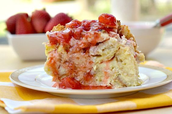 Eat Skinny: Baked French Toast Casserole with Ricotta & Strawberry Syrup by therealisticnutritionist #French_Toast #Strawberry #therealisticnutritionist