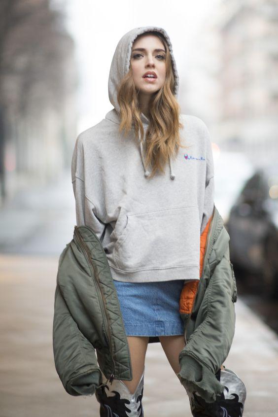 Mix cùng áo bomber nữ sẽ khiến bạn càng trở nên cá tính hơn khi mix cùng áo hoodie và boot sành điệu