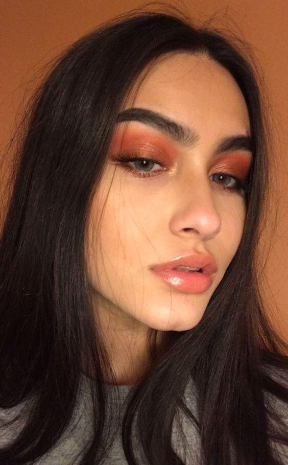 Coral Eyeshadow Glossy Lips Makeup In 2020 Wig Hairstyles