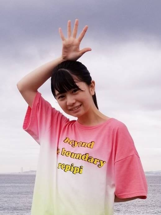 桜田ひよりのTシャツ