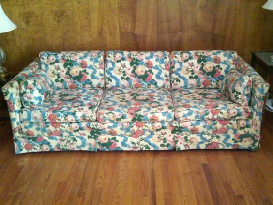 Vintage floral chintz tuxedo sofa on craigslist 150 for Chintz couch