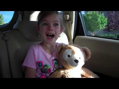 ▶ Little Girl's Cute Reaction to Disneyland Surprise Again! - YouTube