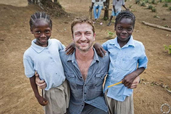 12/20/13 Gerard Butler visits Liberian kids while working with Mary's Meals