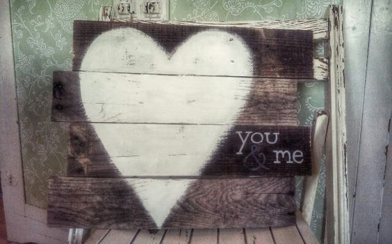 Pallet wood love sign by Jenny at Restyle