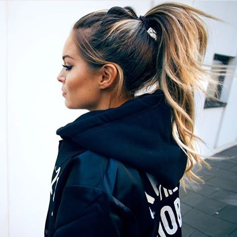 Those weekend ponytail vibes. Casual hair love via @fannylyckman. ✔️ #ohhellohaircrush #hairinspo #ponytaillove