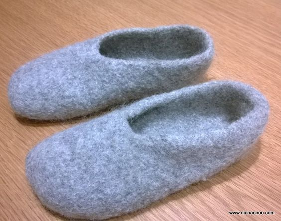 Felted Slippers Knitting Pattern : Check out this super easy slipper pattern by @nicnacnootoys. She even include...