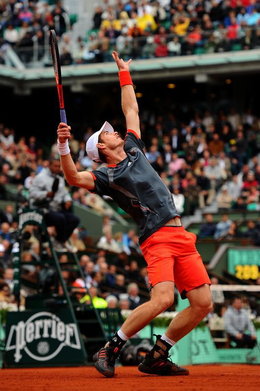 Andy Murray serving against Richard Gasquet at Roland Garros on 4 June 2012