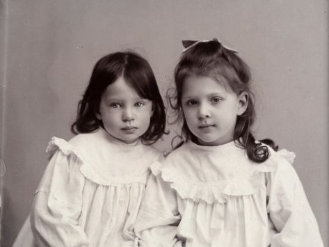 Portrait of Wanda and Marion Wulz