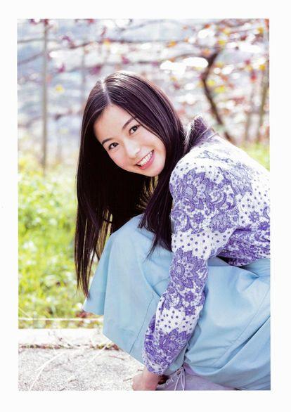 紫の衣装の佐々木琴子