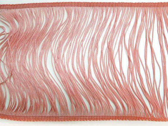 Entremeio em poliéster (Coral). Entremeio em poliéster coloridos. Faz composê com diversos tecidos da Kite. Fácil de aplicar e manusear!  Composição: 100% Poliéster Largura: 0,16 m (variação 0,15 a 0,17) Gramatura: 256 g/m2 (variação 252 a 260) Gramatura linear: 41 g/ml Encolhimento médio: 3%