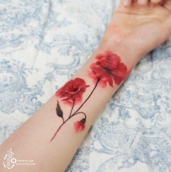 que chic tatuagem flor braço vermelha