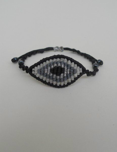 Friendship bracelet tutorial - friendship bracelet.com: Bracelet Tutorial, Macrame Bracelets, Adjustable Macrame, Macrame Eye, Friendship Bracelets Tutorial, Eye Macrame, All Seeing Eye, Evil Eye