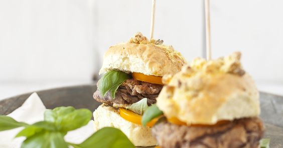 Burgery z kotletem z czerwonej fasoli  #burgery #burger #czerwona #fasola #fasolka #naparze #kotlet #wegetariańskie #obiad #przyjęcie #warzywneinspiracje #bonduelle