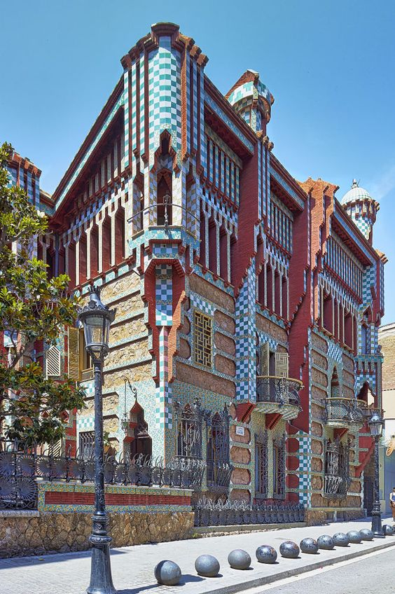 Gaudi barcelona and show me on pinterest for Casa vicens gaudi