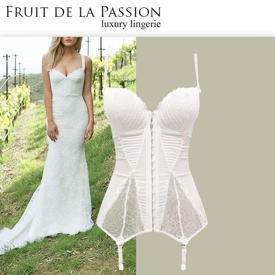 Quer arrasar na noite de núpcias? Então vem ver de pertinho este corselet incrível da coleção Femme Secrète! Ele foi feito com um sofisticado crepe fondant em duas versões: liso (...)